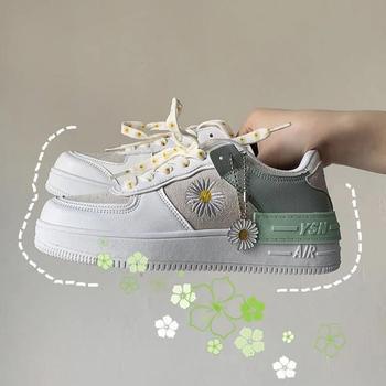 2020 wiosna koreański xue sheng ban xie wang czerwona mała stokrotka obuwie sportowe białe buty kobieta buty Sneakers tanie i dobre opinie Komanliss CN (pochodzenie) Na płótnie Kwiat Kwiatowy Dla dorosłych Lato Niska (1 cm-3 cm) Lace-up Pasuje prawda na wymiar weź swój normalny rozmiar