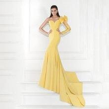 Свадебное платье с длинным рукавом и глубоким вырезом на спине
