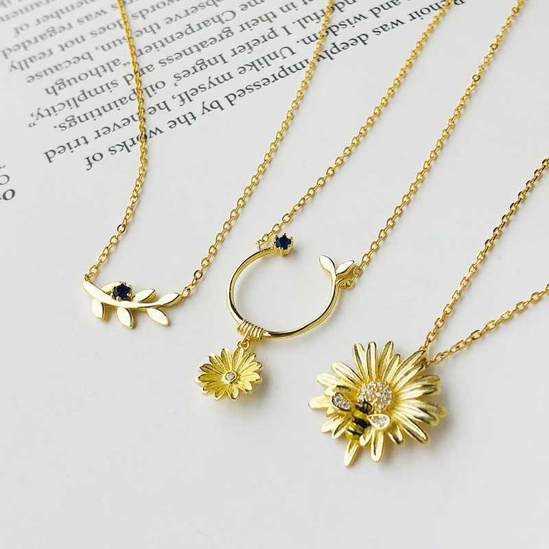Silvology 925 Sterling Silver Daisy Bee Flowers Pendant Necklace Originality Mori Style Necklace For Women Chic Birthday Jewelry