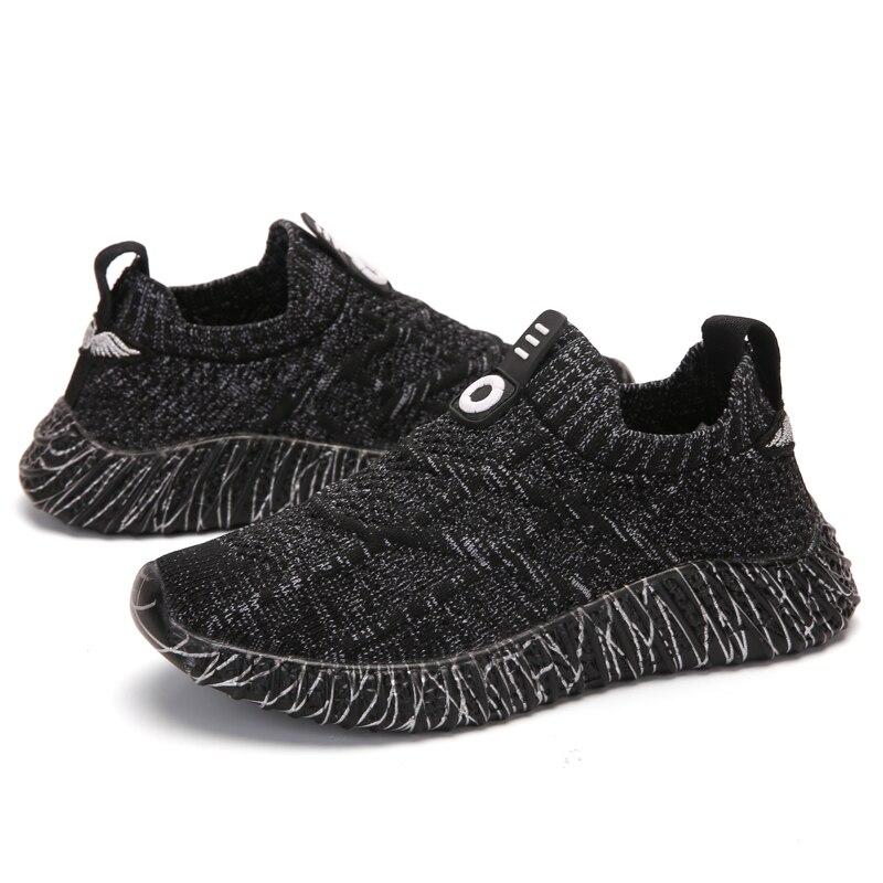crianças grandes sapatos da escola primária do