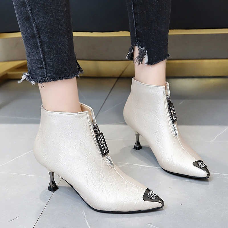 HKJL yavru ile yarım çizmeler kadın sonbahar çizmeler 2019 yeni stiletto topuklu ayakkabılar metal demir Martin çizmeler kadın kış artı kadife Z157