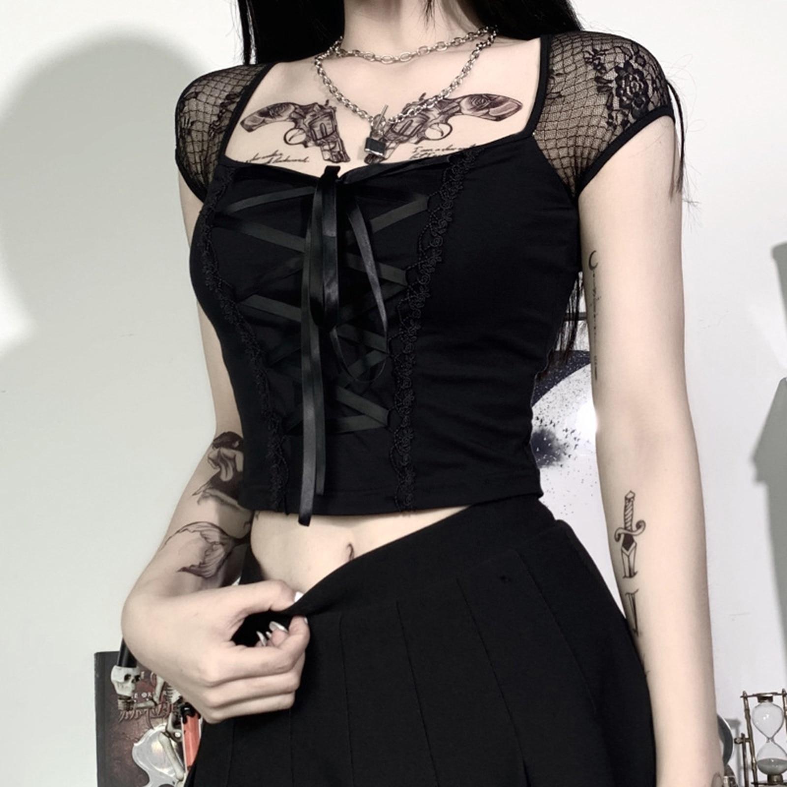 Camiseta de encaje para mujer, ropa gótica Sexy urbana con cuello cuadrado de retales, ropa de manga corta gótica Punk con cordones, camiseta oscura ajustada para mujer