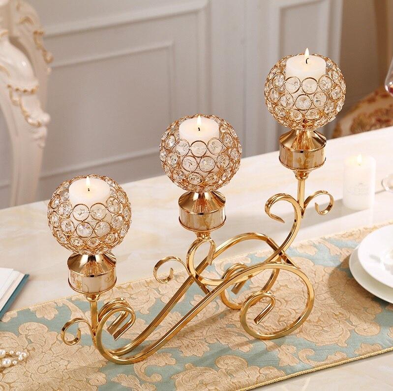 Bougeoir en métal doré à 3 branches de hauteur de 43 cm/décor en cristal artificiel