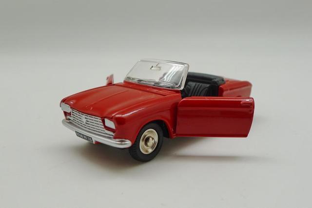 Atlas Dinky Toys 511 PEUGEOT 204 Cabriolet 1:43 Diecast car