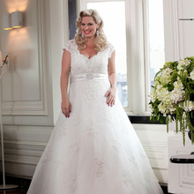 2018 Style Cap Sleeve V-Neck A-Line Beaded Lace Plus Size Bridal Gowns Custom Size Off The Shoulder