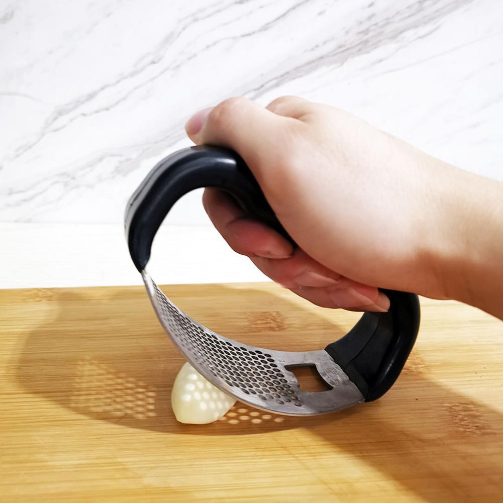 Многофункциональная Нержавеющаясталь чесночная пресс-дробилка для бутылок Кухня инструменты О-образный дизайн с ручкой легко свернуть