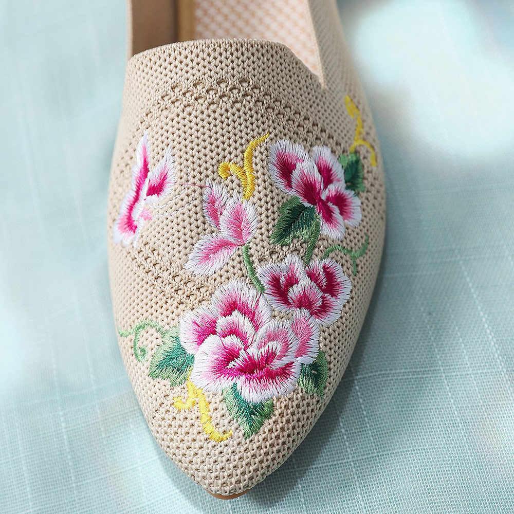 Veowalk 通気性の綿生地女性ポインテッドトゥフラットシューズ花刺繍女性のカジュアルウォーキングシューズレトロローファー