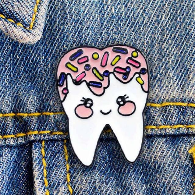 Dessin animé dent style broche médecine médecin moule badge système médecine dentaire amant broche infirmière enseignant cadeau