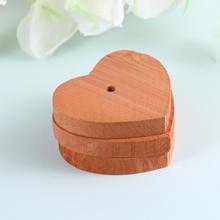 10 szt Chipsy z drewna cedrowego w kształcie serca z drewna cedrowego plasterki Mothproof szafa z drewna cedrowego Chip tanie tanio CN (pochodzenie) cedar block bug repellent wood bug repellent for wardrobe fragrant block wood block