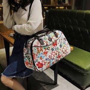 Image 4 - Bolso de viaje de cuero para mujer, bolsa de lona con diseño Floral, portátil, a la moda, impermeable, para fin de semana, XA790WB