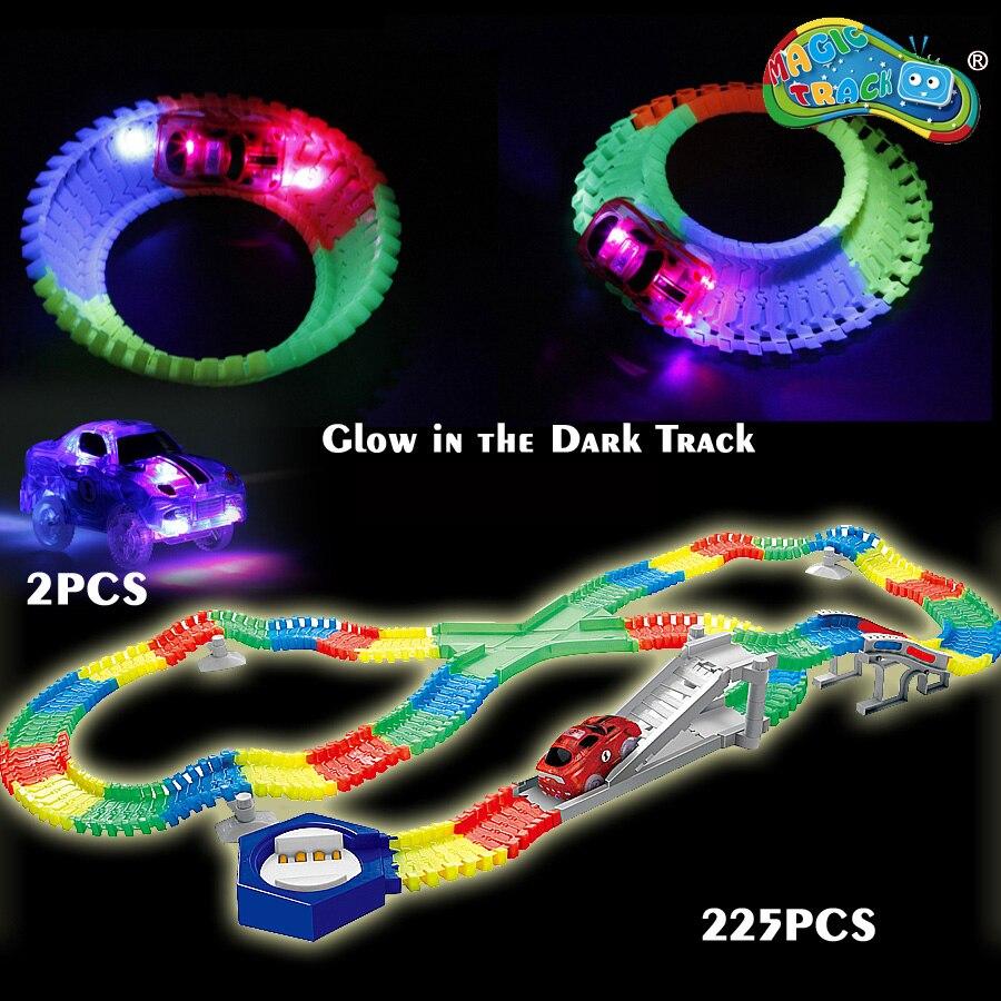 Piste magique Flexible Lueur piste de course Moulé Sous Pression avec 2 pièces Clignotant 5 lumière LED voitures Lumineux Lueur dans le Noir jouets Éducatifs