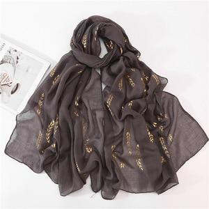 Image 1 - Hiyab musulmán blanco y negro para mujer, pañuelo liso para la cabeza, Hijab, chal, estampado de hojas doradas, Jersey, bufandas, novedad de 2020