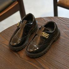 Chłopców buty dla dzieci garnitur ze skóry lakierowanej sukienka dla dzieci buty Retro wyników uczniów buty szkoła pokaż płaskim brytyjski Oxford mokasyny tanie tanio Upbelaa Unisex RUBBER Pasuje prawda na wymiar weź swój normalny rozmiar Mieszkanie z 10 t 11 t 12 t Patent leather Black Red