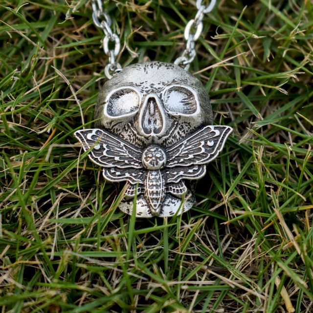 SKULL HEAD MOTH NECKLACE (2 VARIAN)