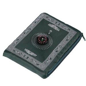 Image 5 - נייד עמיד למים שטיח תפילה מוסלמי שטיח עם מצפן בציר דפוס האסלאמי עיד קישוט מתנת כיס בגודל תיק רוכסן סגנון