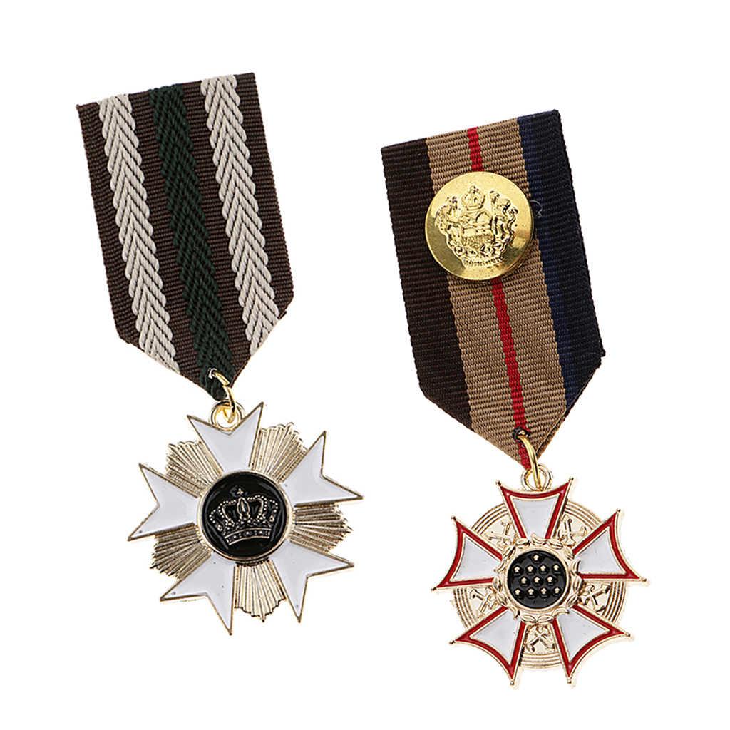 2Pc Vintage Spilla Spille Distintivo, Costume Medaglia per il Partito del Vestito Operato Del Costume di Promenade Dei Monili