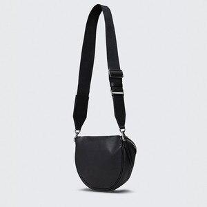 Image 4 - Pndmeカジュアルファッション本革女性の胸バッグソフト牛革シンプルな黒女性のメッセンジャーバッグ女性光のウエストパック