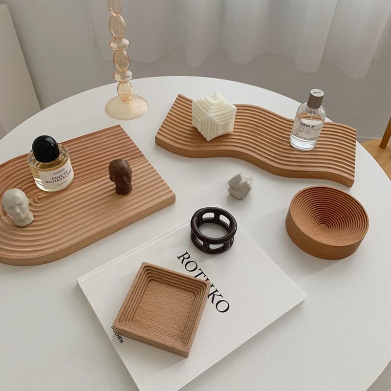 סט מגשי עץ בטקסטורה גלית למגוון שימושים 1