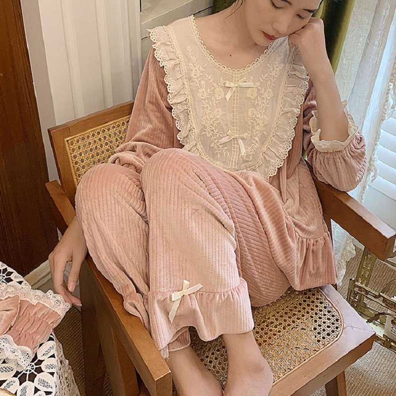 Winter Autumn Vintage Thick Velvet Women's Warm Pajamas Sets Elegant Long Sleeve White Lace Sleepwear Suits Sweet Pyjamas