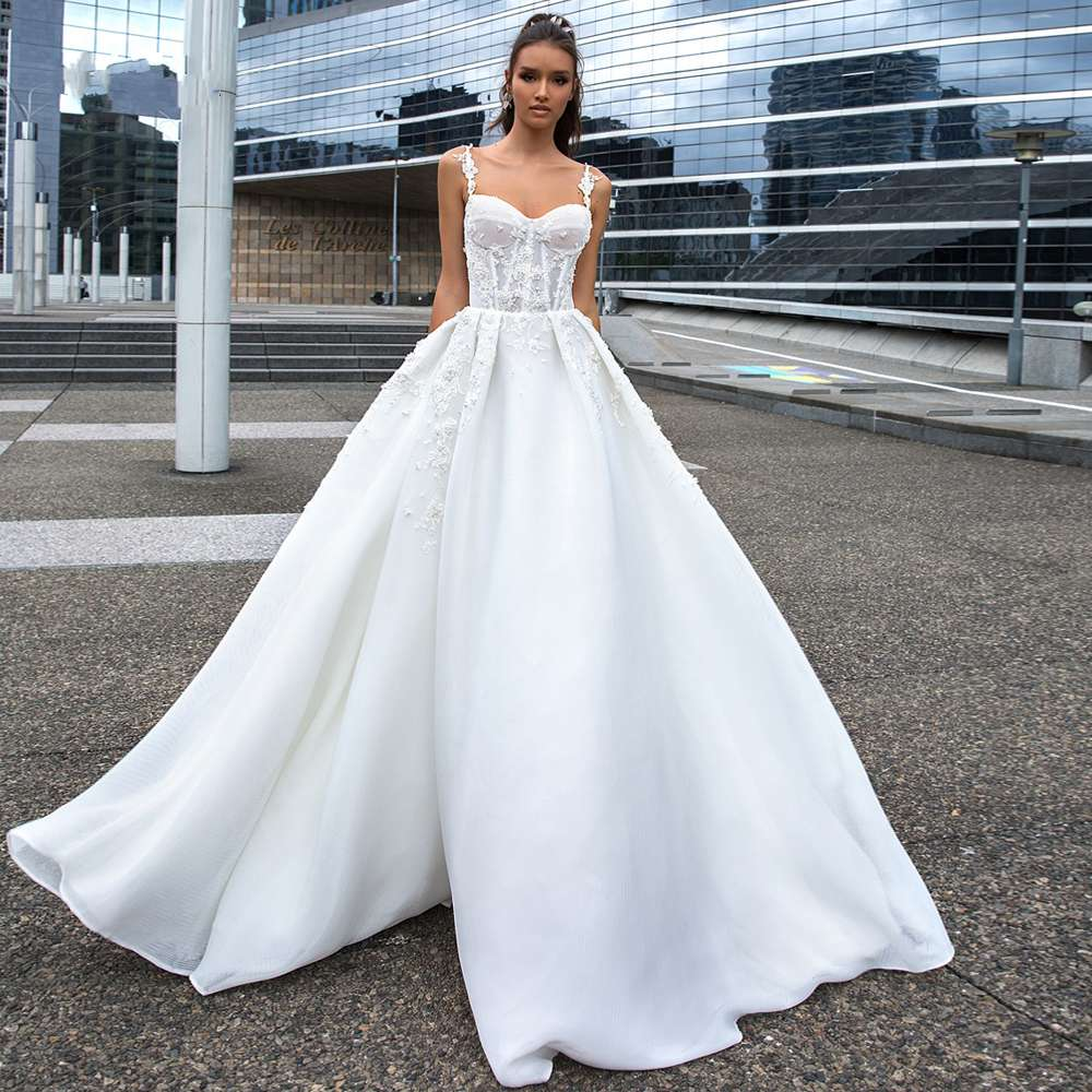 Sexy Sweetheart Spaghetti Straps A Line Wedding Dresses 2020 Luxury Appliques Beaded Court Train Vintage Bridal Gowns
