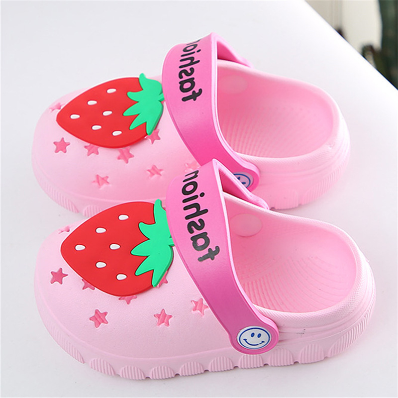 Kids Water Shoes Lovely Strawberry Baby Girls Home Slippers Anti Slip Outdoor EVA Croc Shoes Girls Slippers Soft Kids Shoes