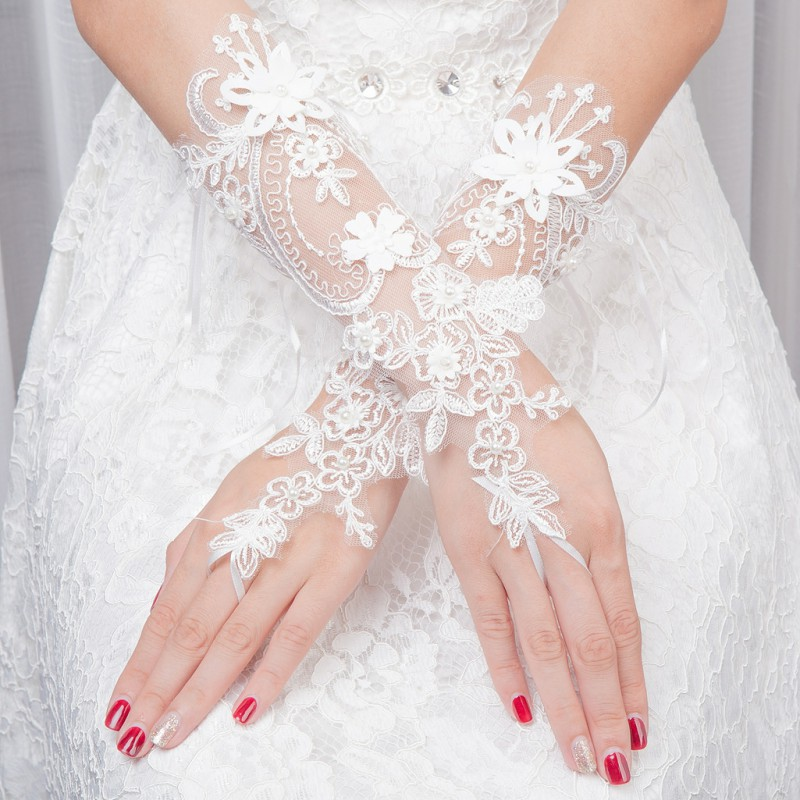 Short Ivory Lace Wedding Gloves For Bride 1 Pair Bridal Gloves Dew Finger Dress Accessories Decorations Wedding ST203
