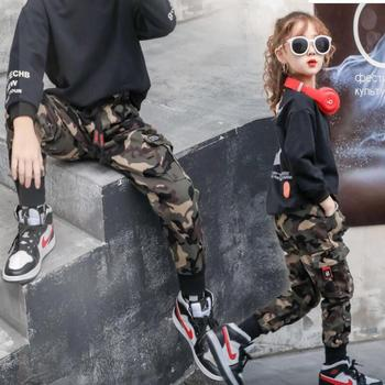 Spodnie chłopięce dziewczęce dorywczo spodnie kamuflażowe 2020 jesienne modne bawełniane spodnie dziecięce chłopięce kombinezony PantsTeen 4-13Y tanie i dobre opinie YIzhongxiaoyao COTTON Poliester Luźne Unisex Wstążki Pełnej długości Pasuje prawda na wymiar weź swój normalny rozmiar