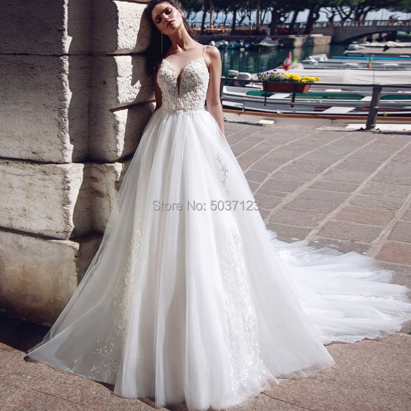 Tulle Wedding Dresses A Line Lace Appliques Spaghetti Straps Button Illusion Sweetheart Vestido De Noiva Bridal Gown Court Train