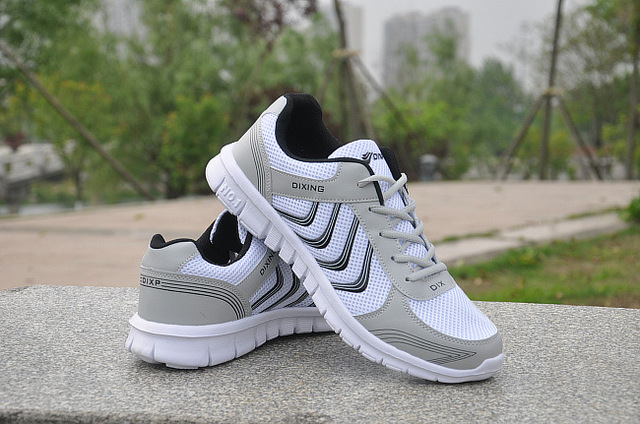 Женские кроссовки с вулканизированной подошвой белые из дышащего