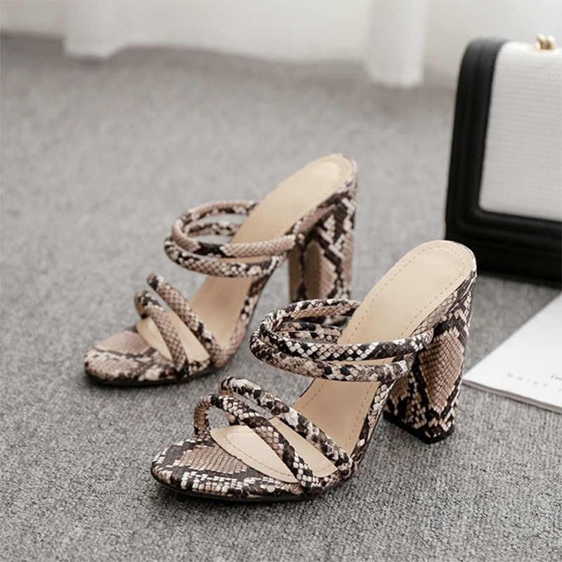 Kadın sandalet yılan baskı moda kalın yüksek topuklu ayakkabılar kadın bayanlar slaytlar üzerinde kayma burnu açık rahat kadın terlik yaz