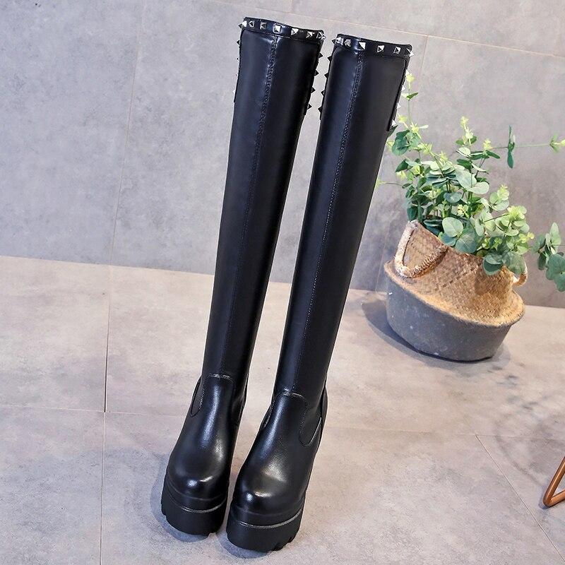 Модные сапоги до бедра с заклепками; женские Сапоги выше колена; женская обувь на танкетке, визуально увеличивающая рост; Зимние Повседневн