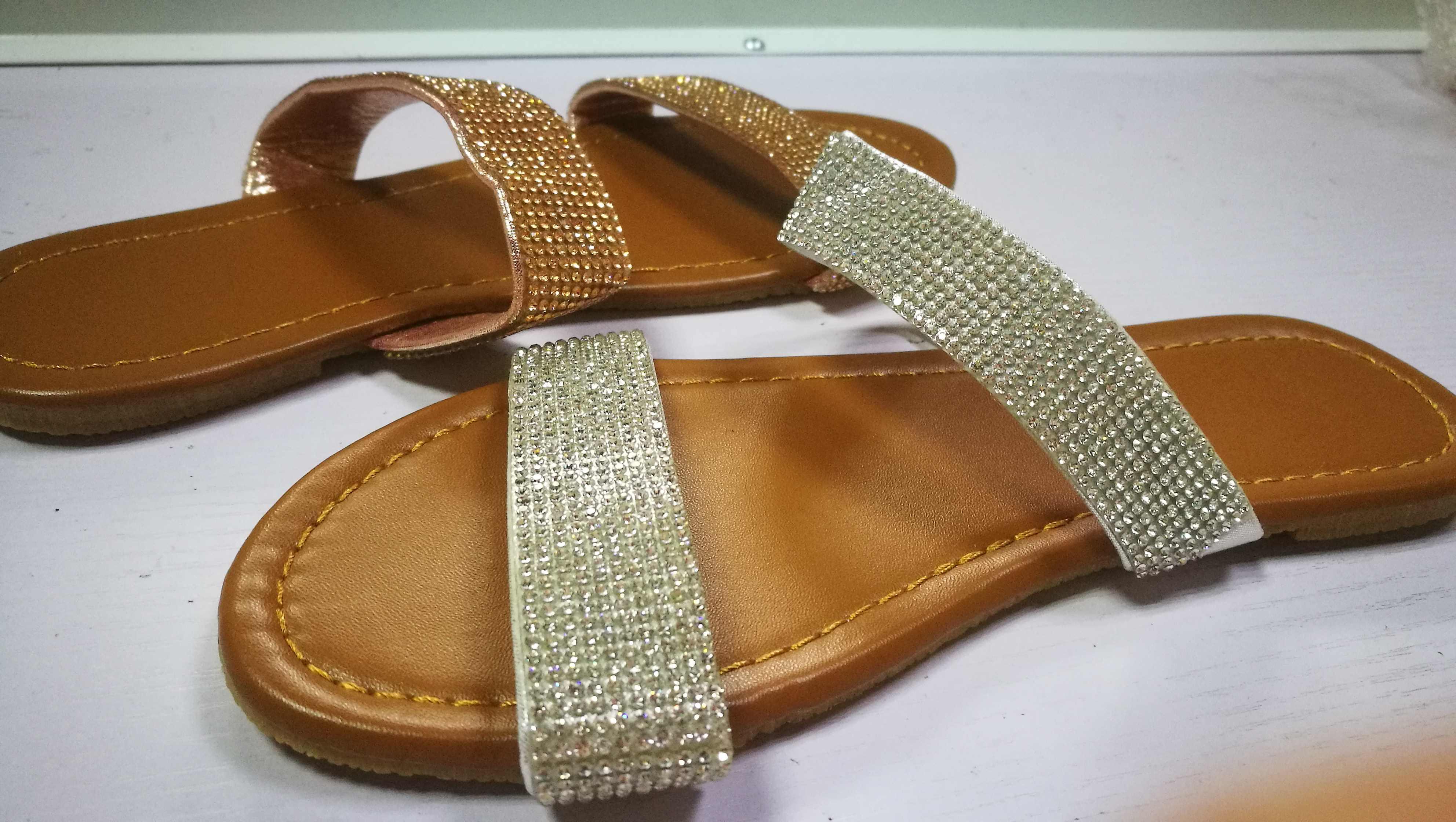 Mùa hè Giày Sandal Nữ Pha Lê Sáng Bóng Trơn Cắt Ra Nữ Đế Bằng Ngoài Trời Kỳ Nghỉ Trượt 9046-2