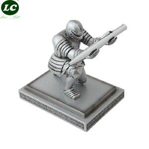 Caneta suporte de mesa decoração para casa pingente estatueta soldado executivo cavaleiro caneta suporte caneta assento armadura herói