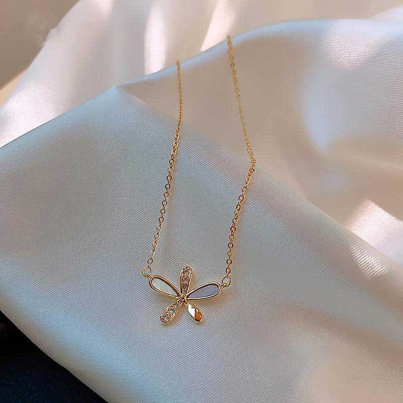 Korean version of the new fashion temperament simple and versatile petal necklace female small jewelry