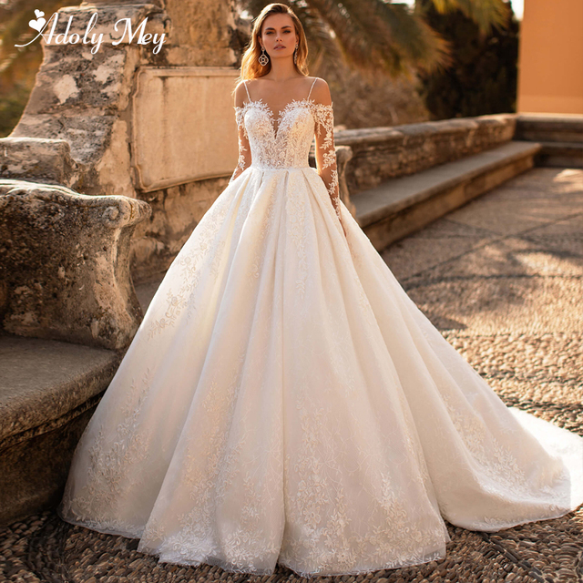 Glamorous Lace Appliques Court Train A-Line Wedding Dress 2021 Luxury Sweetheart Neck Beading Long Sleeve Princess Wedding Gown 1