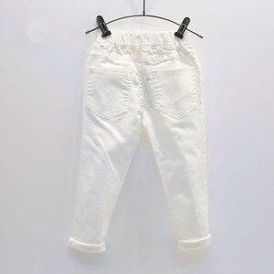 Image 2 - תינוק ילד לבן ג ינס ג ינס מכנסיים אביב סתיו ילדים Ripped מכנסיים ילדים שבור מכנסיים מוצק פעוט חותלות 2 7 שנים