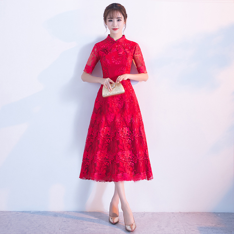 Chinese-Traditional-Red-Lady-Cheongsam-Elegant-Woman-Slim-Long-Qipao-Large-Size-3XL-Vintage-Embroidery-Floral (4)