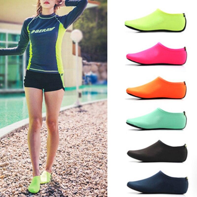 Moda Unisex Açık Plaj Sandaletleri Yumuşak Peluş Slaytlar Daireler Kaymaz Ayakkabı Terlik Yaz Yüzme Su Nefes Ayakkabı