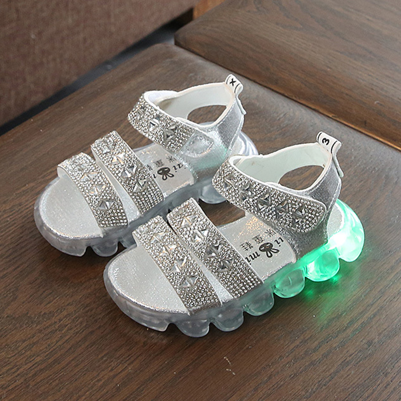Bambini Illuminazione Scarpe 2020 Primavera Illuminato casual Bambini Della Ragazza Dei Ragazzi Sandali bambini Scarpe di Strass Luminosi Scarpe Da Ginnastica