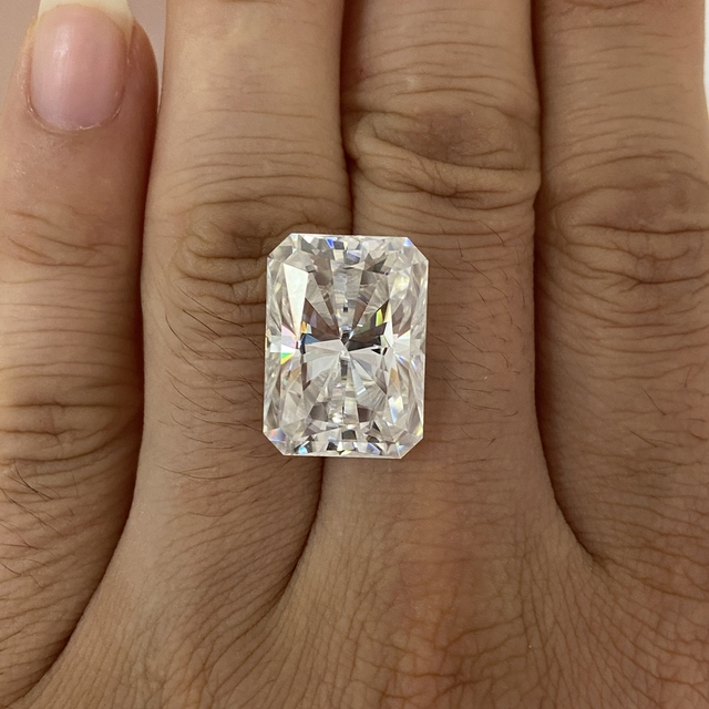 Moisangna Synthetic Lab Grown Created Radiant Cut 8x12mm D VVS 5 Carat Moissanite Gemstone for Engagement Ring 4