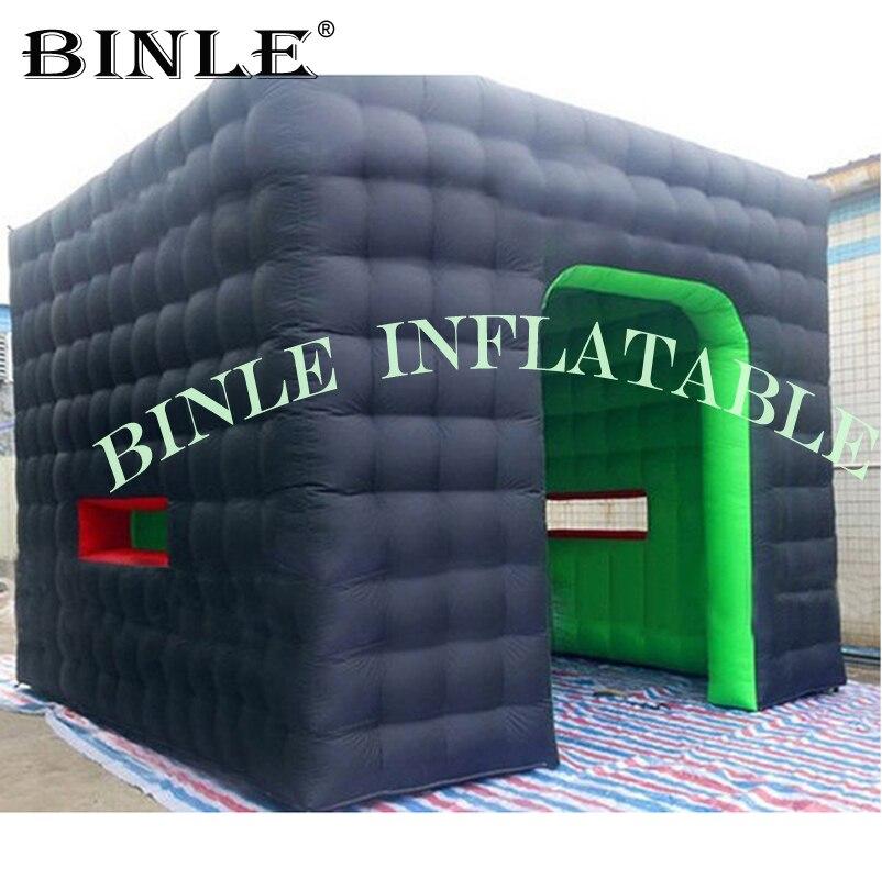 Cérémonie de célébration 5x5m grand kiosque carré gonflable vert/noir de tente de cube gonflable avec la porte pour des événements extérieurs
