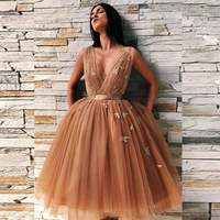 Chic Champagne Plunging V-Neck Homecoming Dresses Appliqued Knee Length Cocktail Dresses Elegant Tulle Vestido De Fiesta