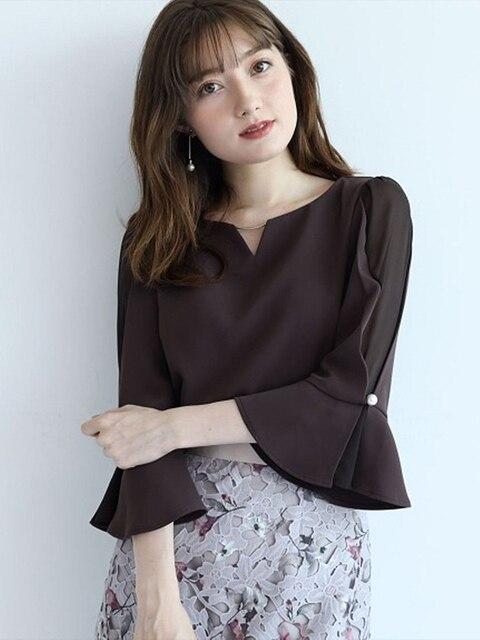 Фото женская шифоновая блузка универсальная однотонная с v образным