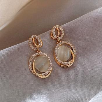Simple earrings compact 2020 new Korean temperament French retro delicate elegant fashion