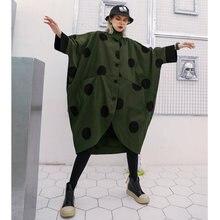 Свободное пальто с рукавами летучей мыши длинное в горошек нерегулярным