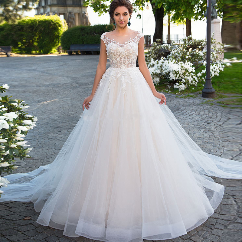 Muslim Scoop Neckline Capped Sleeves A-line Wedding Dress With Court Train Illusion Back Lace Applique Bridal Gown