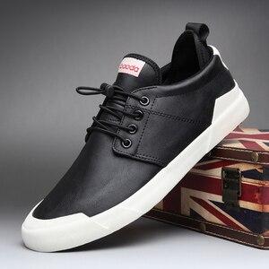 Image 5 - Zapatos mocasín informales de moda para hombre, zapatillas de deporte masculinas de diseño británico, transpirables con banda elástica, de cuero sintético plano