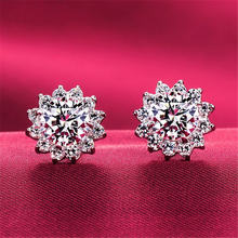 Серьги гвоздики женские из серебра 925 пробы с бриллиантами