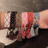 2019 heißer Mode Multi-farbe Woven Stretch Hand Strap Baumwolle Stickerei Charme Brief Armband Gewebt Fransen Armband Für Frauen