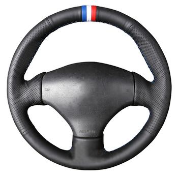 Czarna sztuczna skóra ręcznie szyta osłona na kierownicę do samochodu Peugeot 206 1998-2005 206 SW 2003-2005 206 CC 2004 2005 tanie i dobre opinie CN (pochodzenie) Kierownice i piasty kierownicy